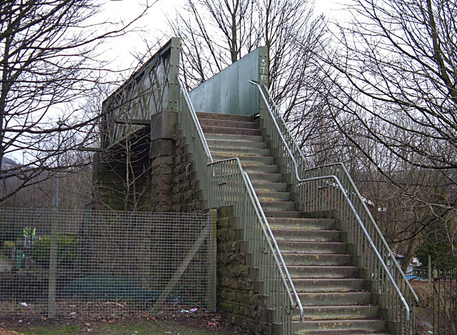 Railway footbridge, Shaw
