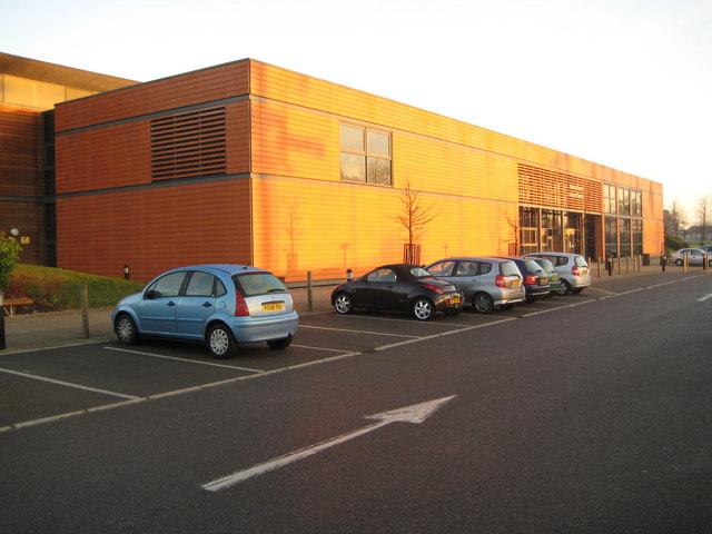 Bushey Grove Leisure Centre Nigel Cox Cc By Sa 2 0