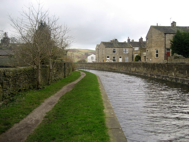 Canal between Kildwick and Farnhill
