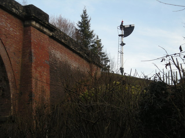 Daniels bridge & railway signal (home aspect)