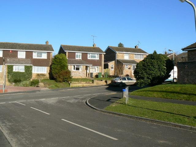 Tintagel Close meets Kenilworth Road