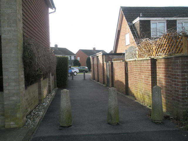 Cut through from Luard Court to Bedford Close