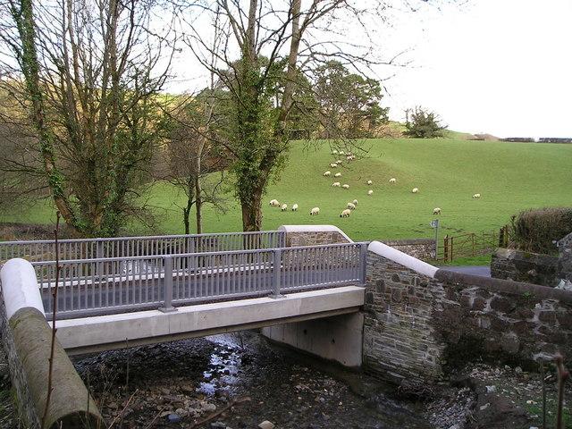 Road bridge over Nant Gwyddil