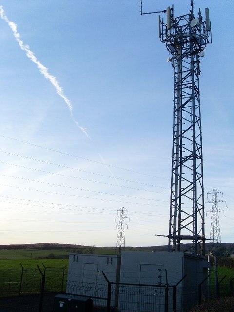 Mobile phone mast en route to Greenside Reservoir