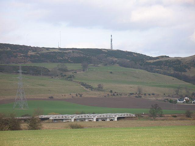 Railway bridge over the Earn