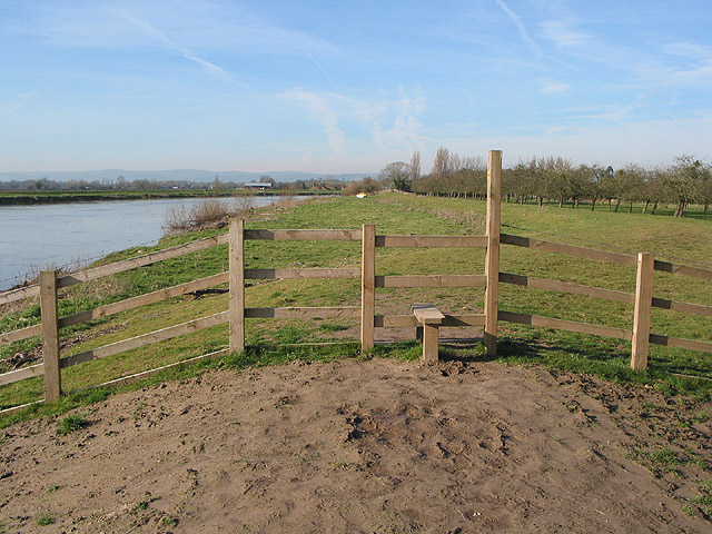 Gloucestershire Way Footpath by the Severn