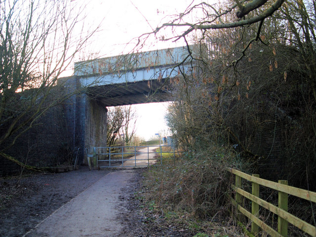 Access to Rother Valley Country Park from the Trans Pennine Trail