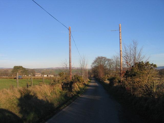 Ffordd gul ger Bronant / Narrow lane near Bronant
