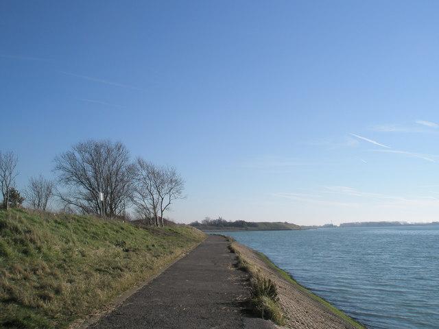 Footpath around coastline near Broadmarsh
