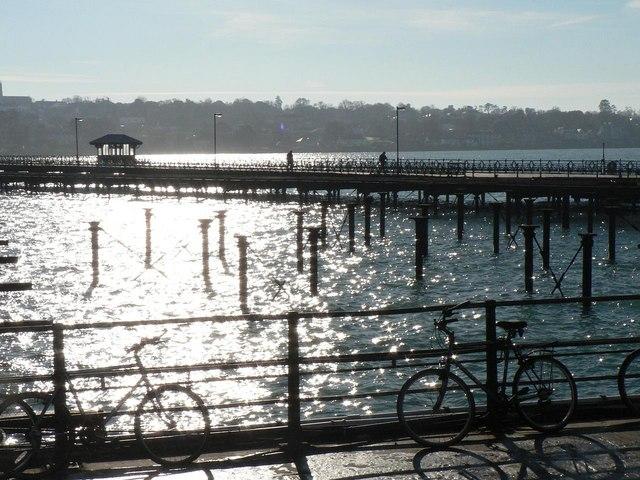 Ryde: the pier against the sun
