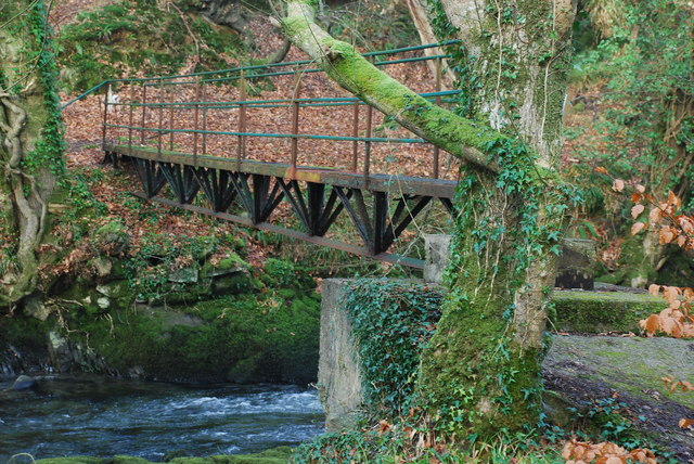 Pont Droed dros Afon Dwyfor - Footbridge over Afon Dwyfor