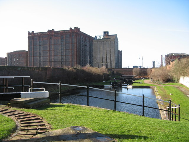 End of Leeds-Liverpool Canal and Tobacco Warehouse