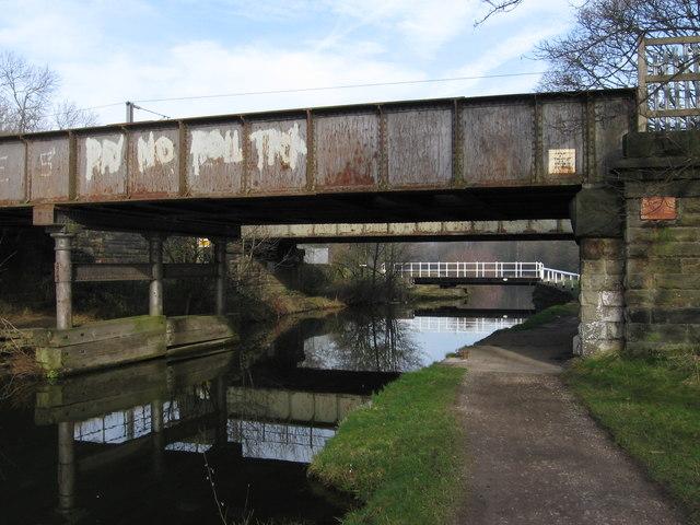 Idle - railway bridge over canal