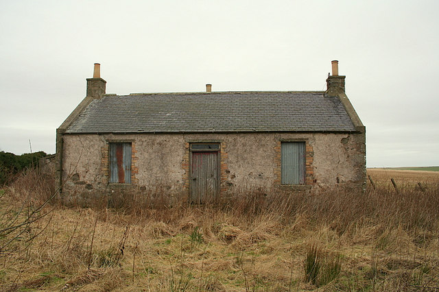 Abandoned cottage to the east of Dalgarno's Croft