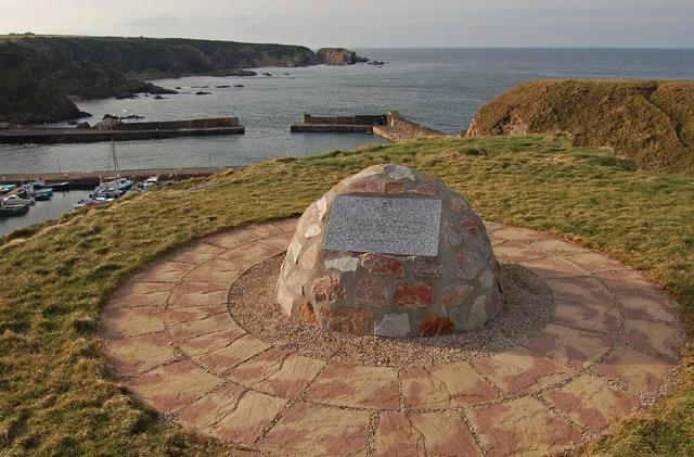 Portknockie Harbour and memorial