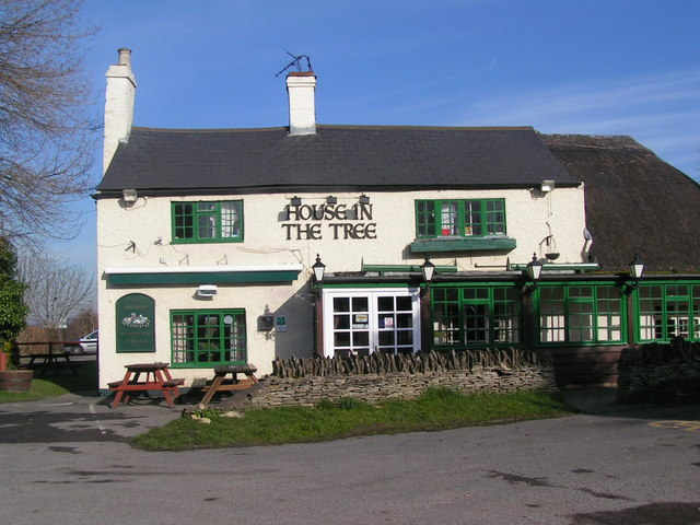 House In The Tree Pub