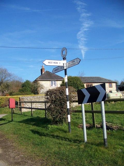 Junction sign near Drayton Farm