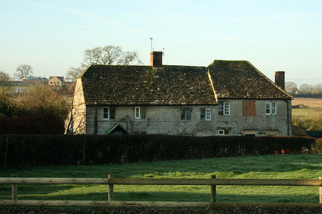 2008 : Cottages behind St. Mary's Church, Broughton Gifford