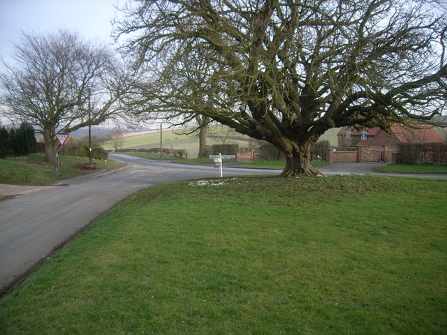 Village green and road junction at Fimber