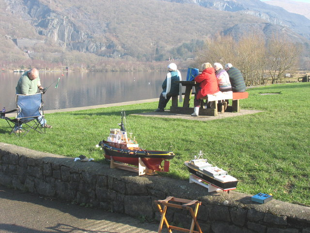 A day by the lake - the model boat enthusiasts