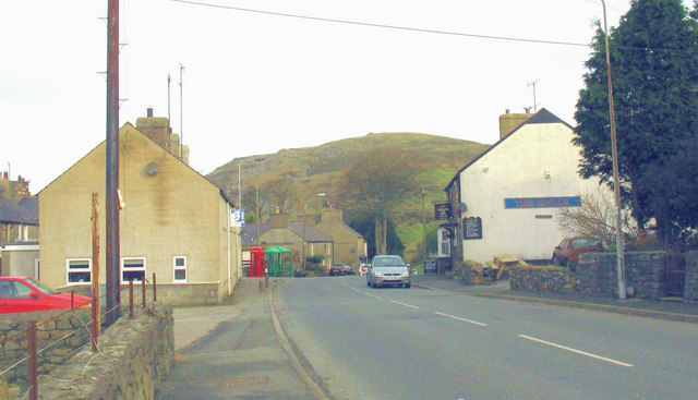 Approaching the crossroads at Llanaelhaearn