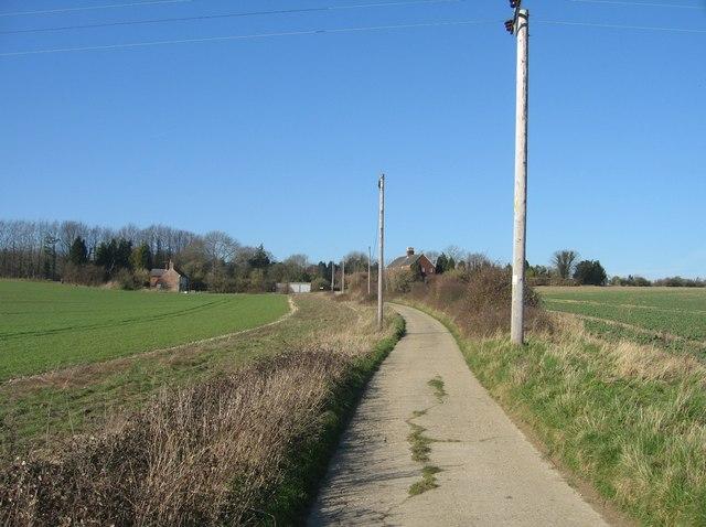 Approaching Worting Wood Farm