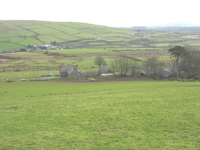 View downslope towards Uwchlaw'r-ffynnon Farm