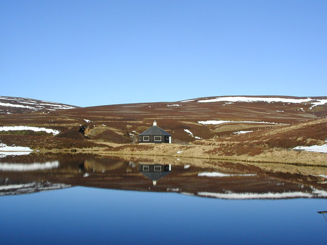 Summerhouse on the northern edge of lochan