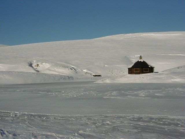 Summerhouse on the northern edge of lochan in winter