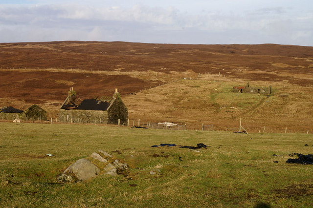 Abandoned buildings along the Burn of Kaywick