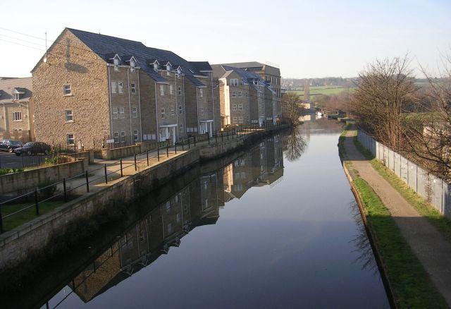 Leeds Liverpool Canal - Apperley Bridge