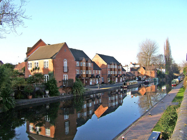 New canalside housing by the Staffs & Worcs Canal