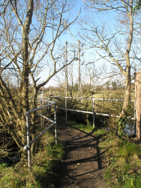 Footpath junction at Mill Lane