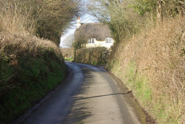 Approaching Doddiscombsleigh