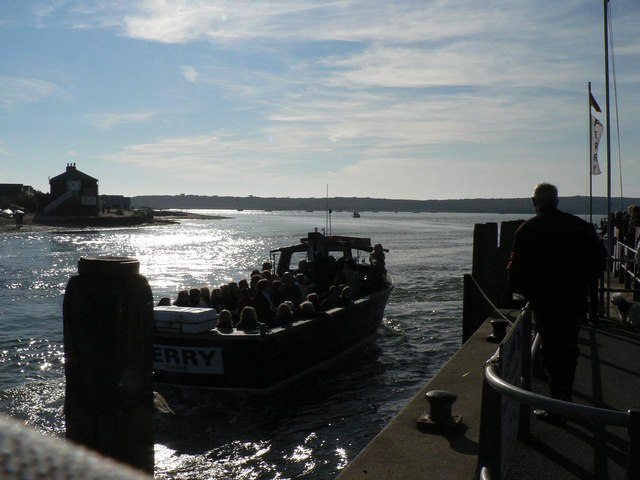 Mudeford: ferry arriving