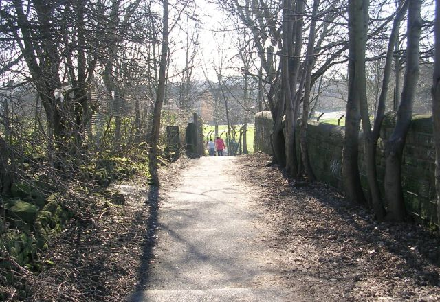 Footpath - off Leeds Road