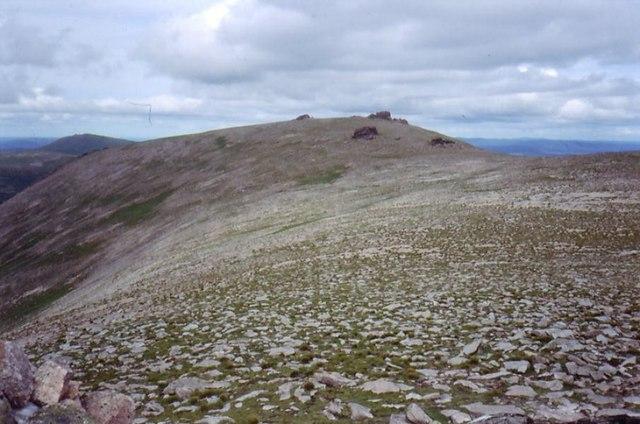 Beinn Mheadhoin summit ridge