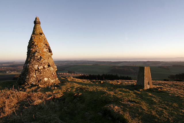 Cairn and trig point on top of West Mains Hill