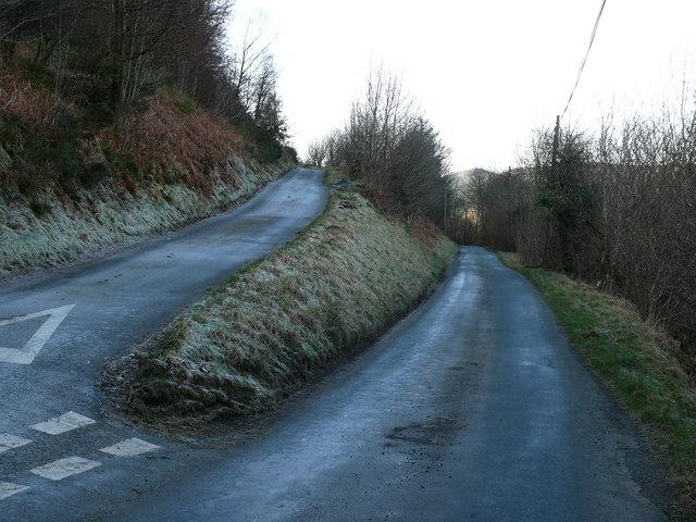 Cyffordd ffordd ger Ffridd Bryn-gogledd / Road junction near Ffridd Bryn-gogledd