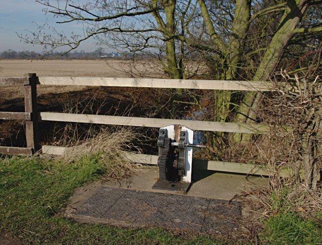Sluice, Trent & Mersey Canal
