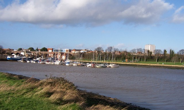 Town Quay & foreshore from Cams Estate