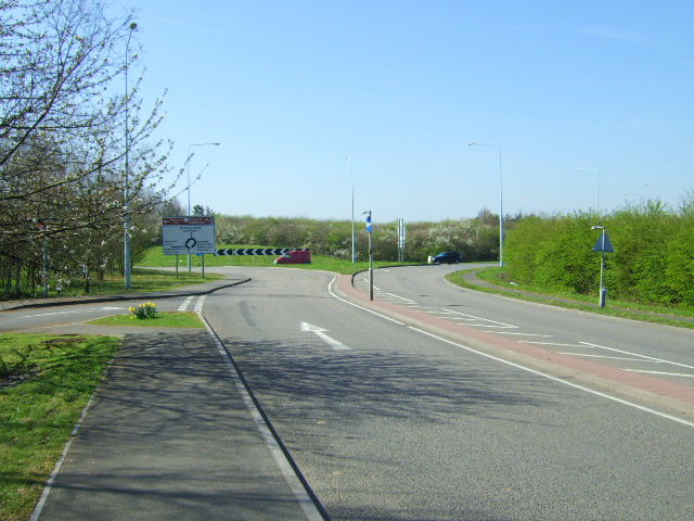 Approach to the roundabout.
