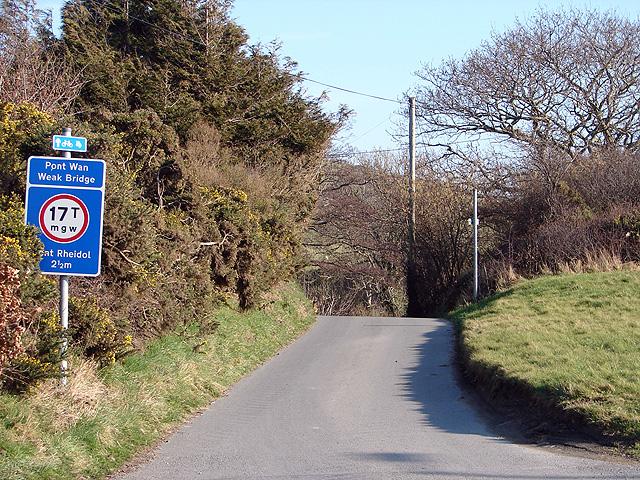 The lane from Glanyrafon to Capel Bangor