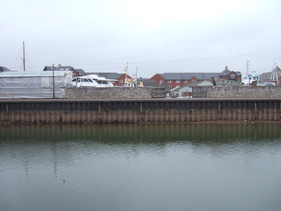Quayside piling, Exeter, with reduced flow