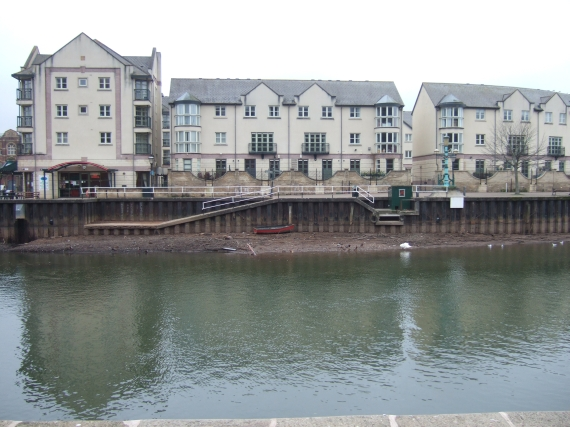 Flats beside River Exe, reduced flow