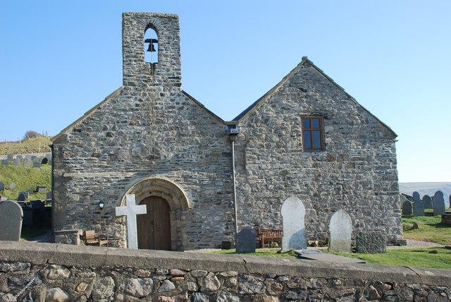 Eglwys Hywyn Sant wedi'i hatgyweirio - St Hywyn's Church after refurbishment