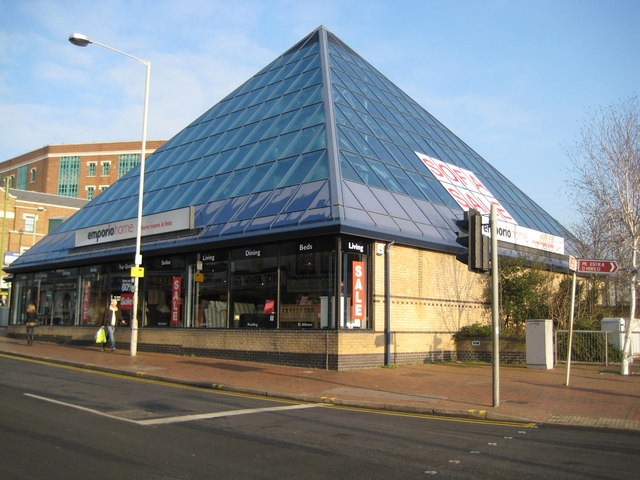 Watford: The Pyramid, 161-165 High Street