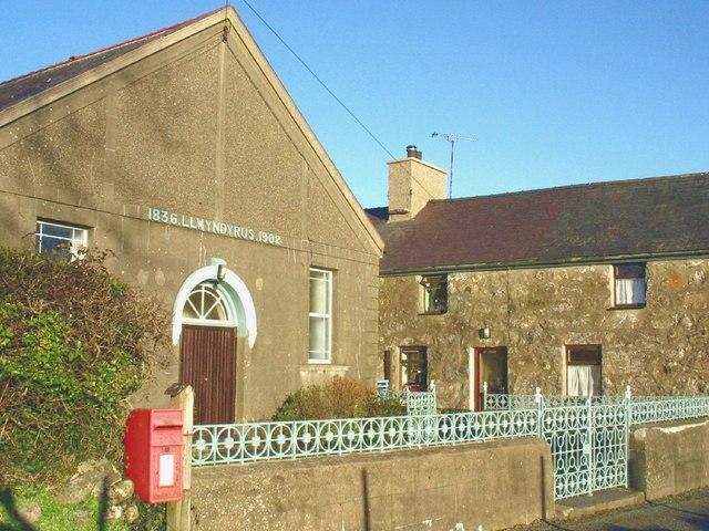 Capel a thy capel Llwyndyrys Chapel and chapel house