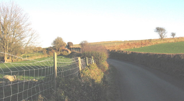 Minor road leading from Llwyndyrys to the A499