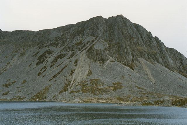 Cyfrwy, seen across Llyn y Gadair